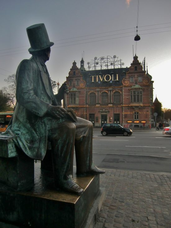 HC Andersen looking onto the entrance to Tivoli Gardens